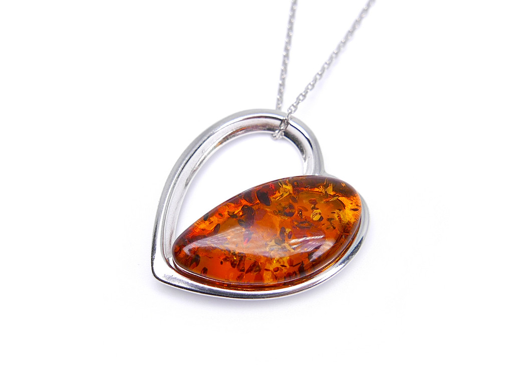 en gold shaped heart pendant diamond