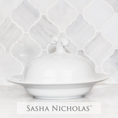 A beautiful addition to your dinnerware collection and to adorn your tablescapes with. It makes the perfect gift for your wedding registry and has the option to include an inscription on back. Choose from their signature font styles or use a custom monogram or crest of your choice! | Sasha Nicholas's white porcelain weave covered bowl