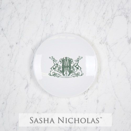 A beautiful addition to your dinnerware collection and to adorn your tablescapes with. It makes the perfect gift for your wedding registry and has the option to include an inscription on back. Choose from their signature font styles or use a custom monogram or crest of your choice! | Sasha Nicholas's Imagine party plate