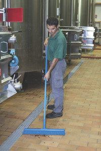 "Vikan 24"" Wide Wet-Dry Push Broom w/ 60"" Polypro Handle"