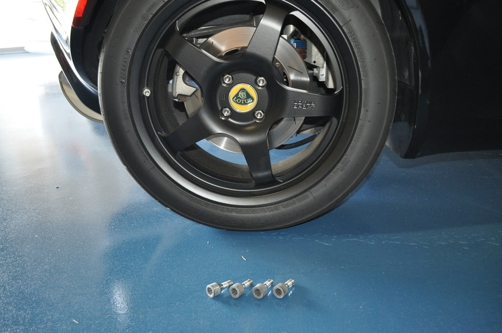 Lotus Titanium Lug Bolt Set
