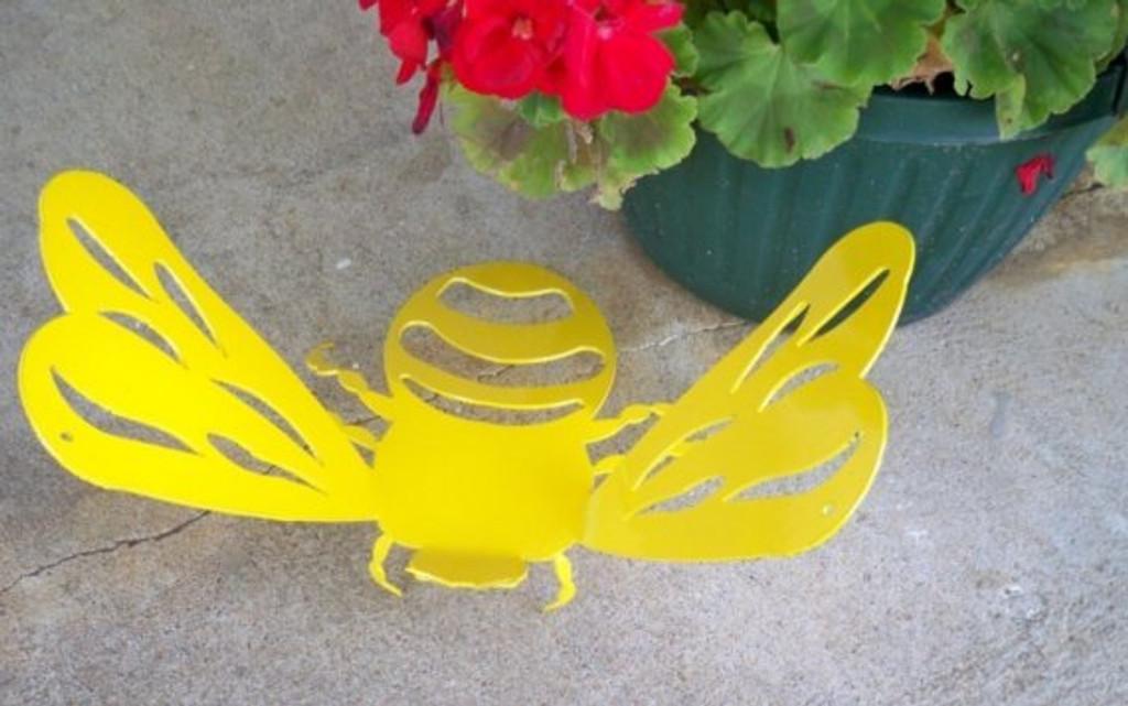Giant 3D Bumble Bee Metal Art (C1)