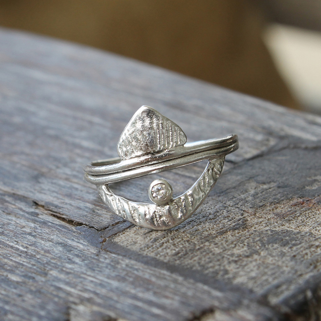 Sterling silver ring with white crystal and Moroccan inspiration