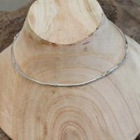 Feminine hinged silver collar necklace