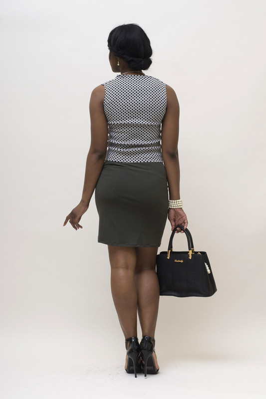 Shown here with the BePear black and white print Jacquard sleeveless blouse.