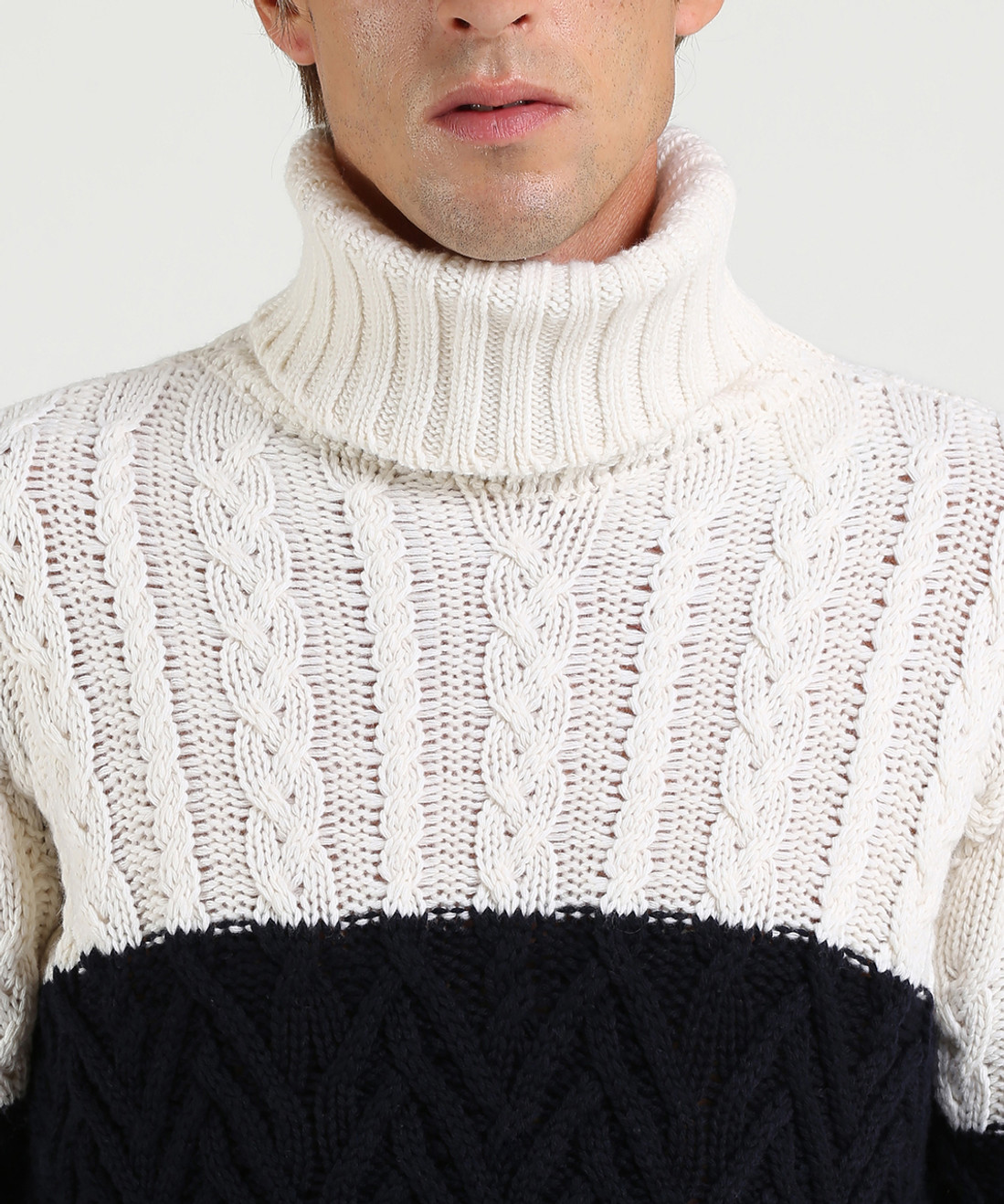 Men's Cable Stitch Merinos Turtle Neck Sweater - Iconic Pack