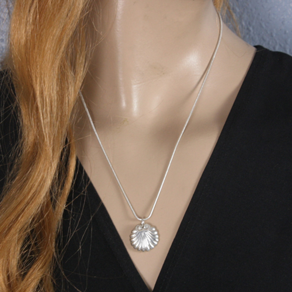 Mannequin Front View - Seashell pendant made with .999 Fine Silver (1334)