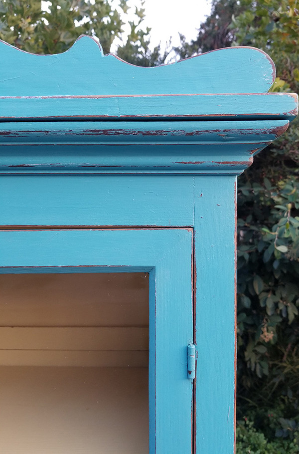 Antique Hutch in Aqua and Yellow Upper molding detail