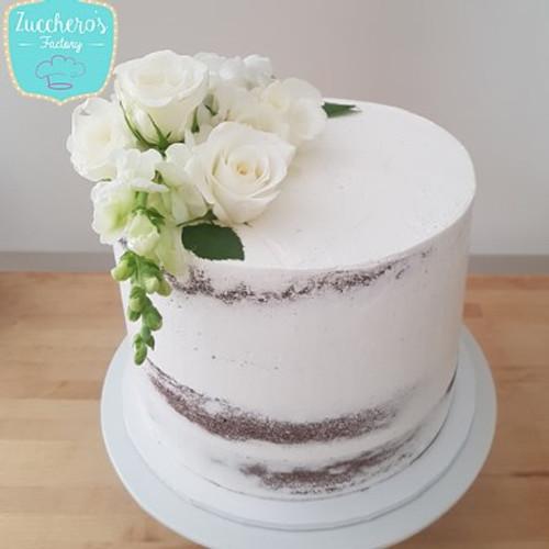 Girl nude en th cake