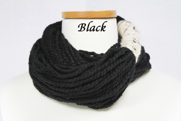 Bora Scarf 䋢 - Black