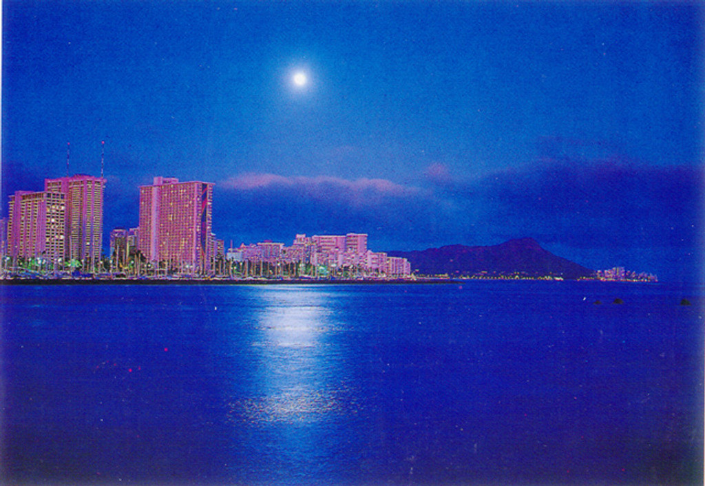P032 - Full Moon Waikiki Postcard 50 Pack
