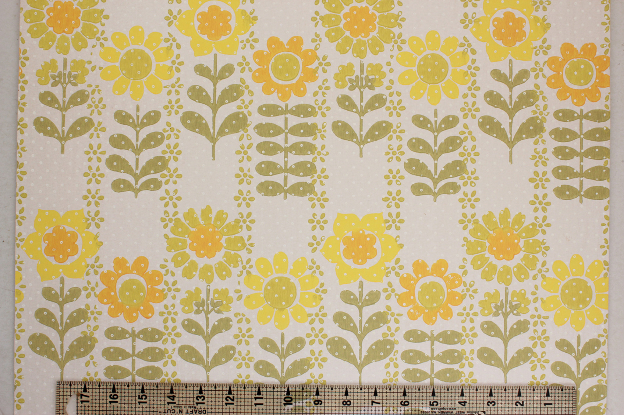 1970s Vintage Wallpaper Retro Yellow And Green Flowers Rosies