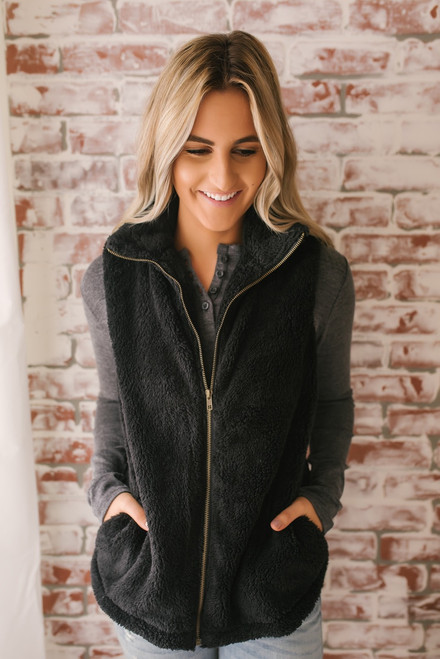 Everly Lake Tahoe Faur Fur Vest - Black