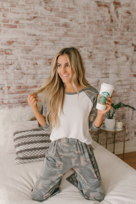 Destination Relaxation Camo Cropped Pants - Olive Multi