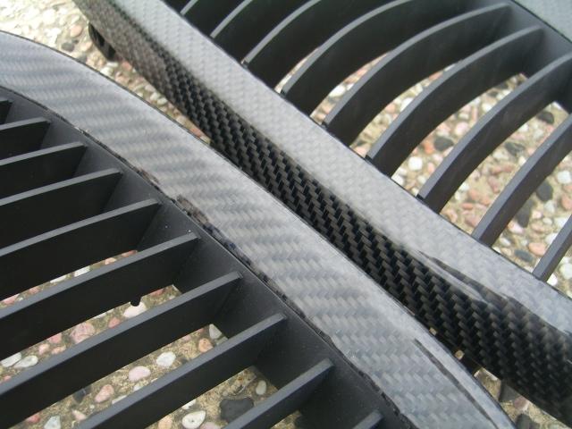 bmw-e92-carbon-fibre-kidney-grilles-2x2-weave.jpg