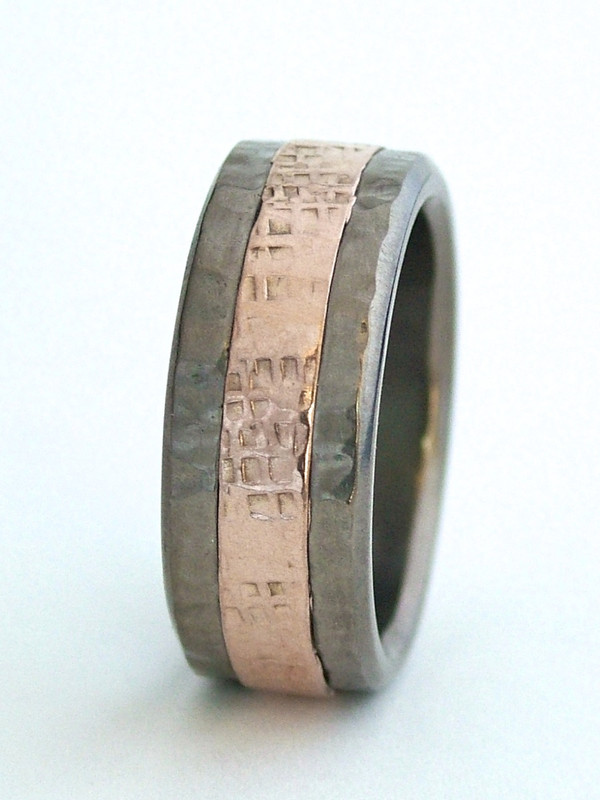 Centered 4mm 14K rose gold inlay