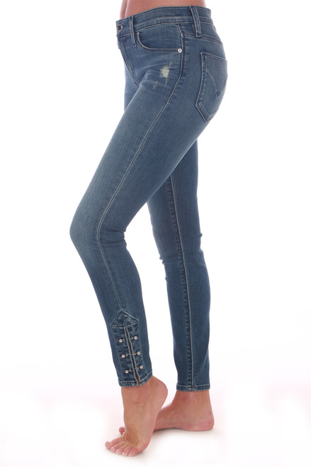 Side shows blue denim skinny jeans featuring a little pizzazz at the bottom hemline with a 3 silver-bar detailing. They have a mid-rise with super skinny fit and stretchy denim material.