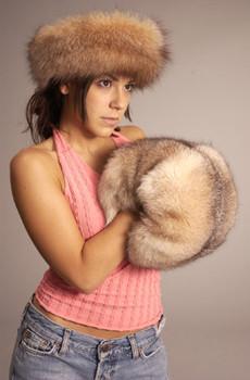 Two-In-One Full Skin Fox Fur Barrel Muff & Carry Bag