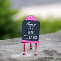 """Little Things"" Easel"