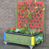 Garden Box with Trellis