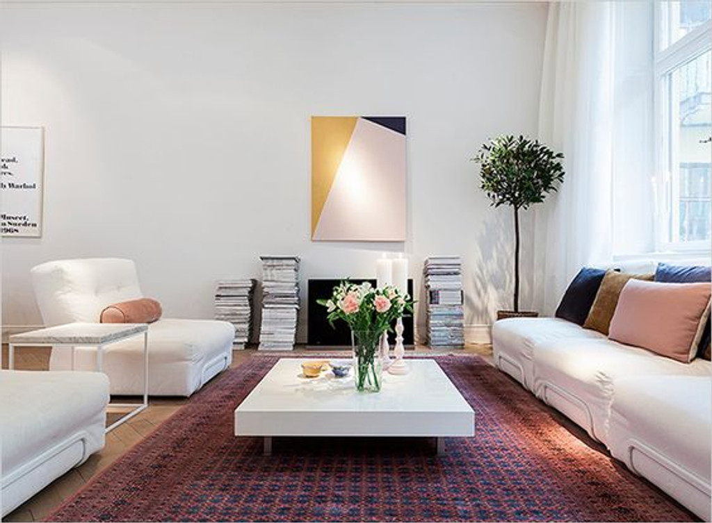PAIRING TRADITIONAL RUGS WITH CONTEMPORARY FURNITURE