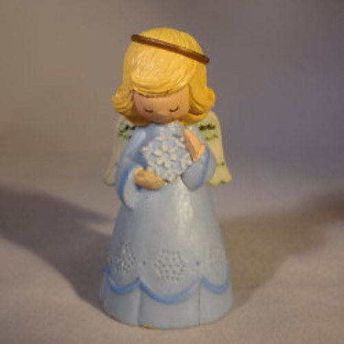 1980 Angel Praying With Gift