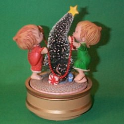 1981 Betsey Clark - Decorating Christmas Tree