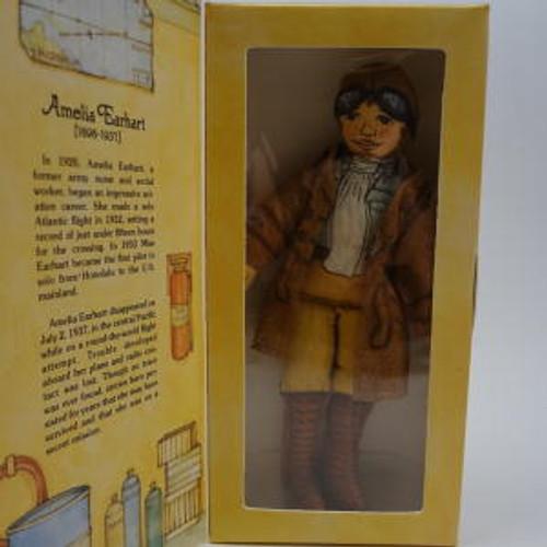 1979 Amelia Earhart - Famous Americans (DT1136)