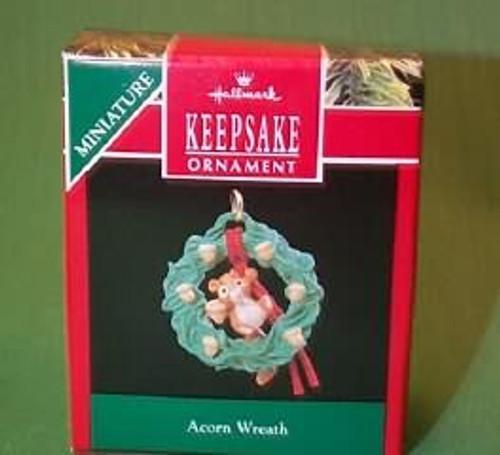 1990 Acorn Wreath