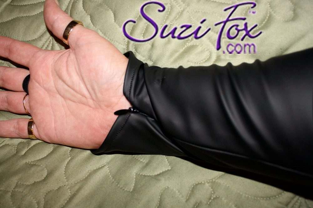 Optional long sleeves and wrist zippers.