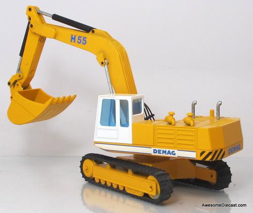 NZG 1:50 Demag Hydraulic Excavator