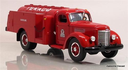 First Gear 1:34 1949 International KB-8 Fuel Tanker: Texaco