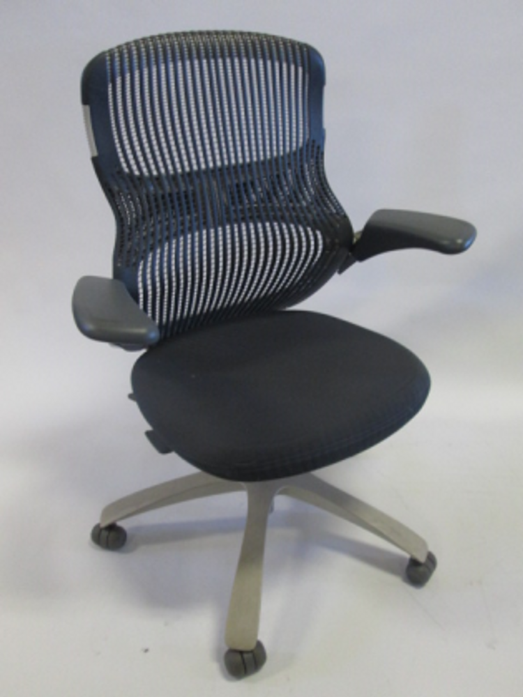 Knoll Generation Chair in Grey/Dark Grey