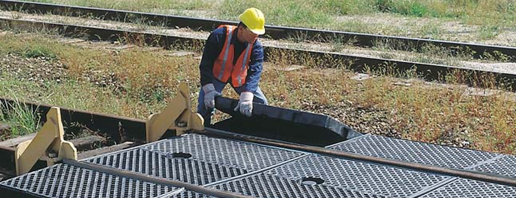 trackpans-railroad-spill-containment2.jpg