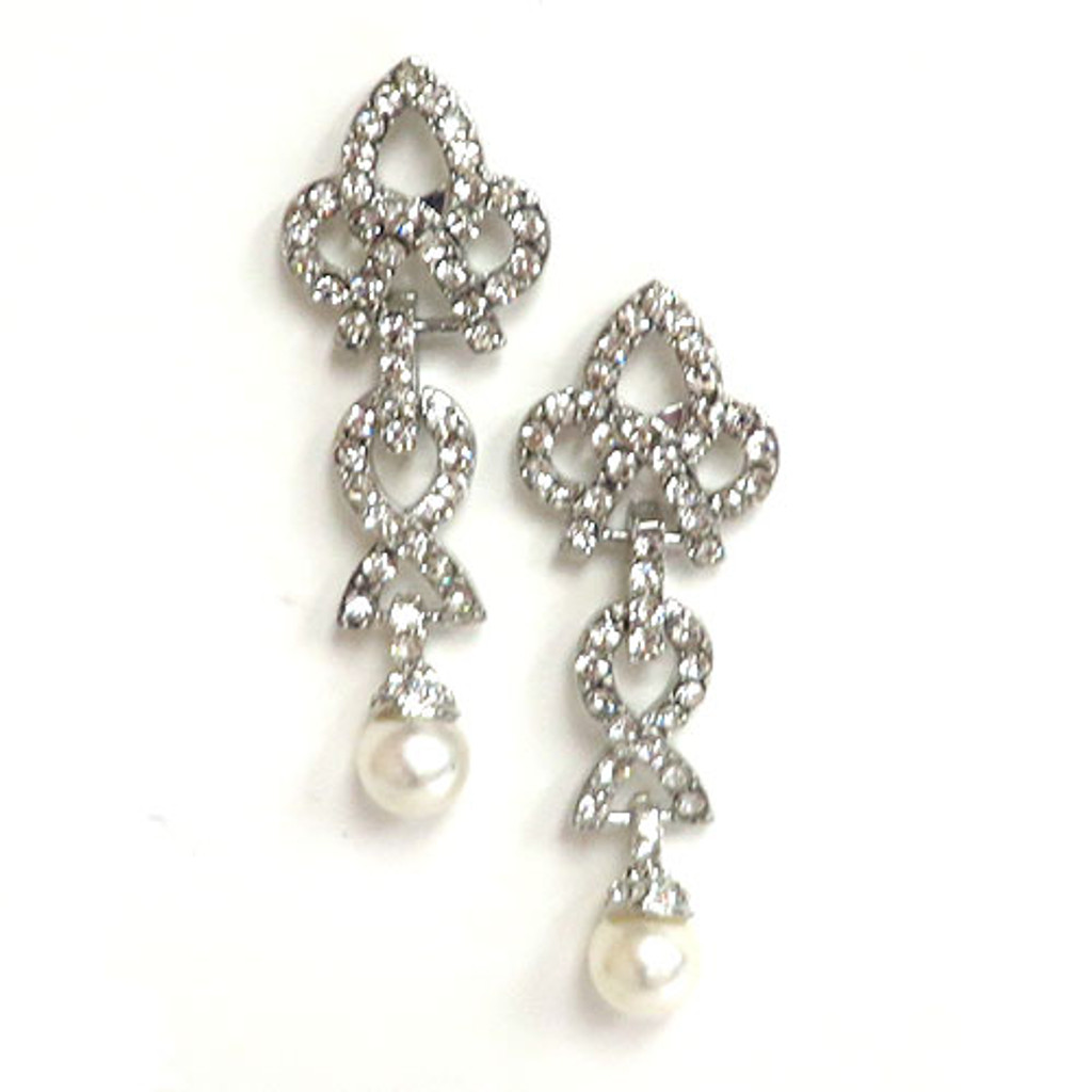 The Gwyneth Pearl Drop Earring