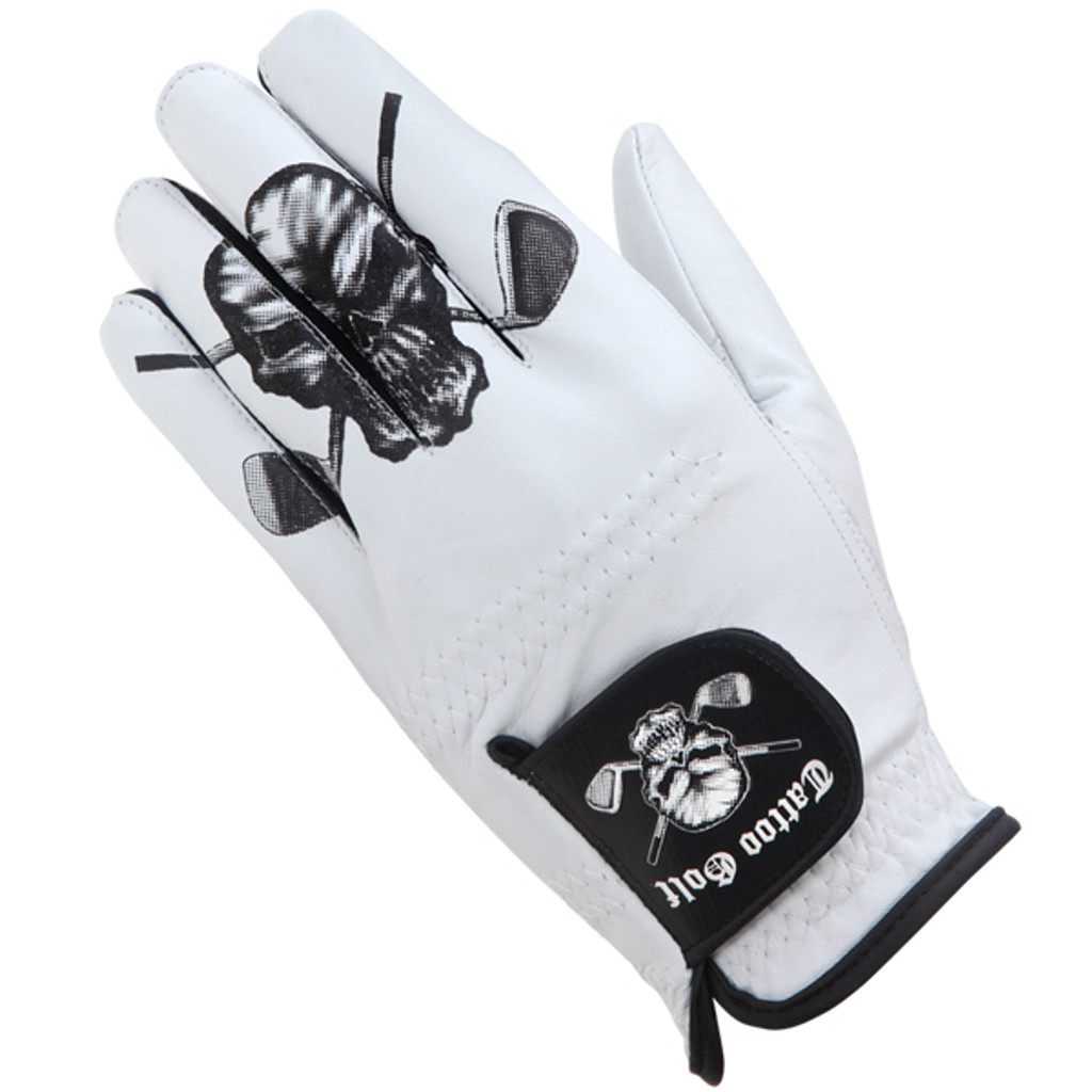 Fine Cabretta leather golf glove offers a superior and consistent fit.