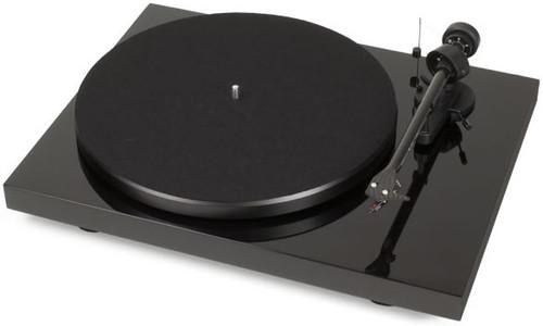 Pro-Ject Debut Carbon DC Turntable inc. Ortofon OM 10