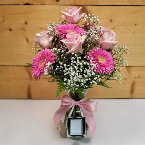 Picture Perfect (SCF18D43) by Savilles Country Florist.  Flower and Plant delivery to Orchard Park, NY and the surrounding area including same day delivery to Hamburg, West Seneca, East Aurora, Blasdell and Buffalo NY