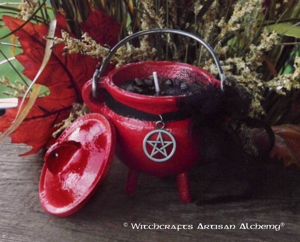 """WITCH SHAMAN """"Old European Witchcraft"""" Cauldron Candle"""