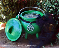 """GREEN WITCH """"Old European Witchcraft"""" Cauldron Candle"""