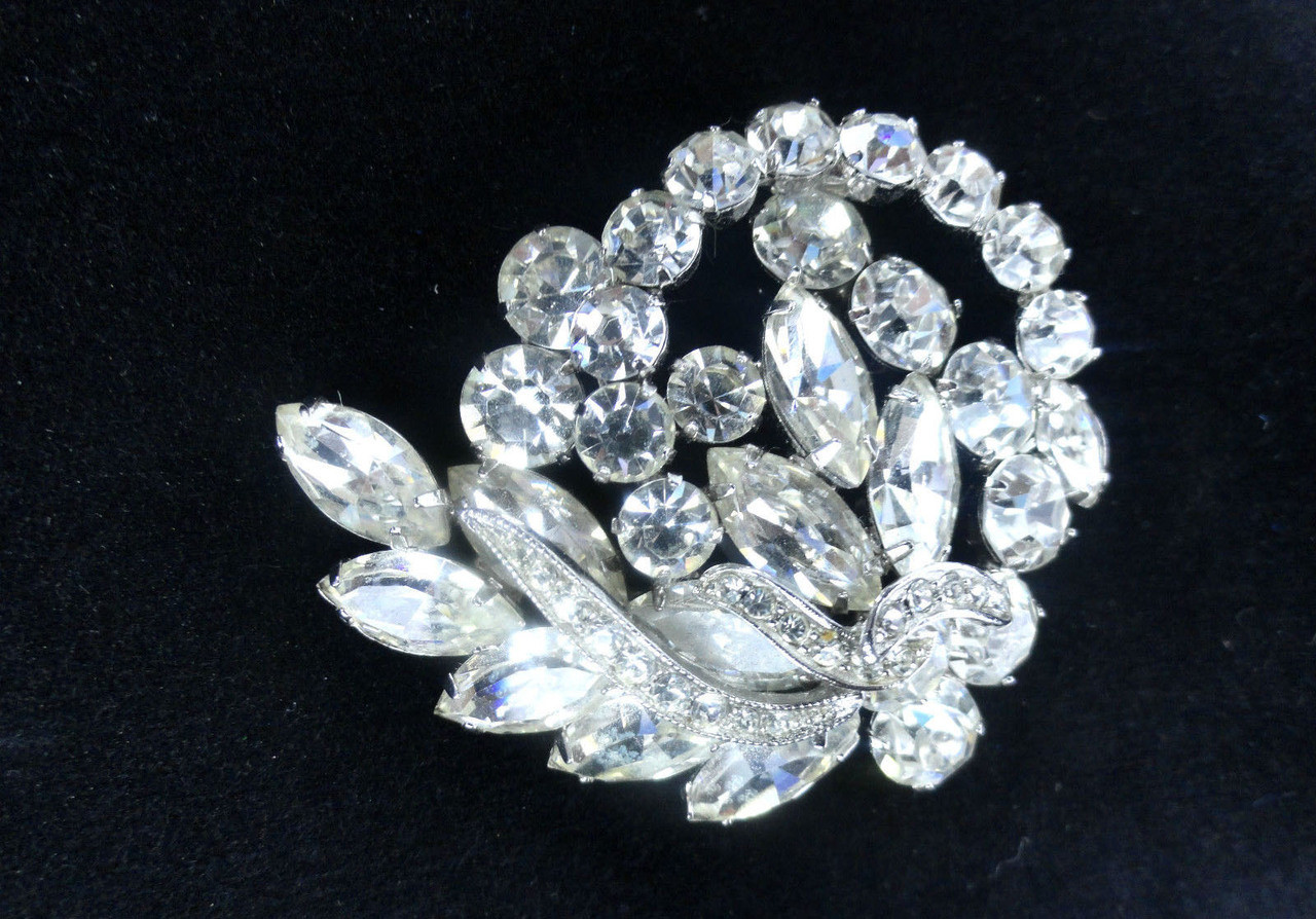 Vintage Weiss Clear Swirling Rhinestone Brooch