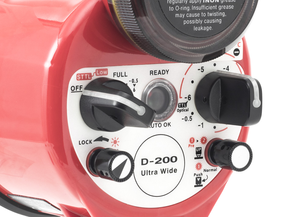 Also control dials are enlarged for user-friendly controllability even through thick gloves during cold water diving.
