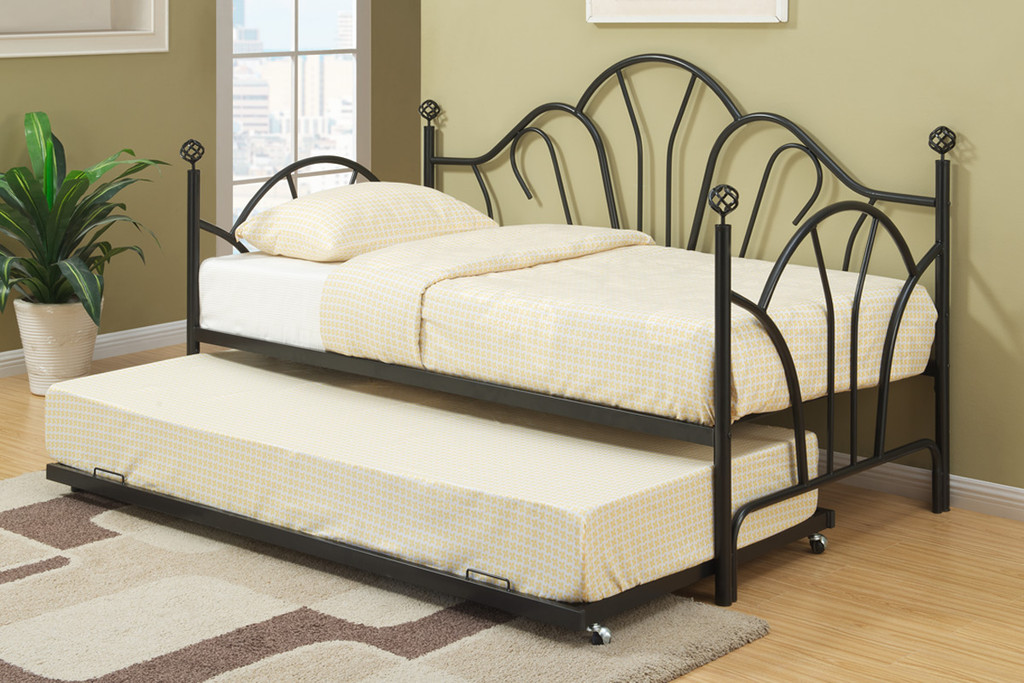 DAYBED WITH TRUNDLE IN BLACK METAL FINISH