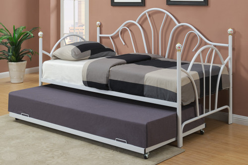 DAYBED WITH TRUNDLE IN WHITE METAL FINISH