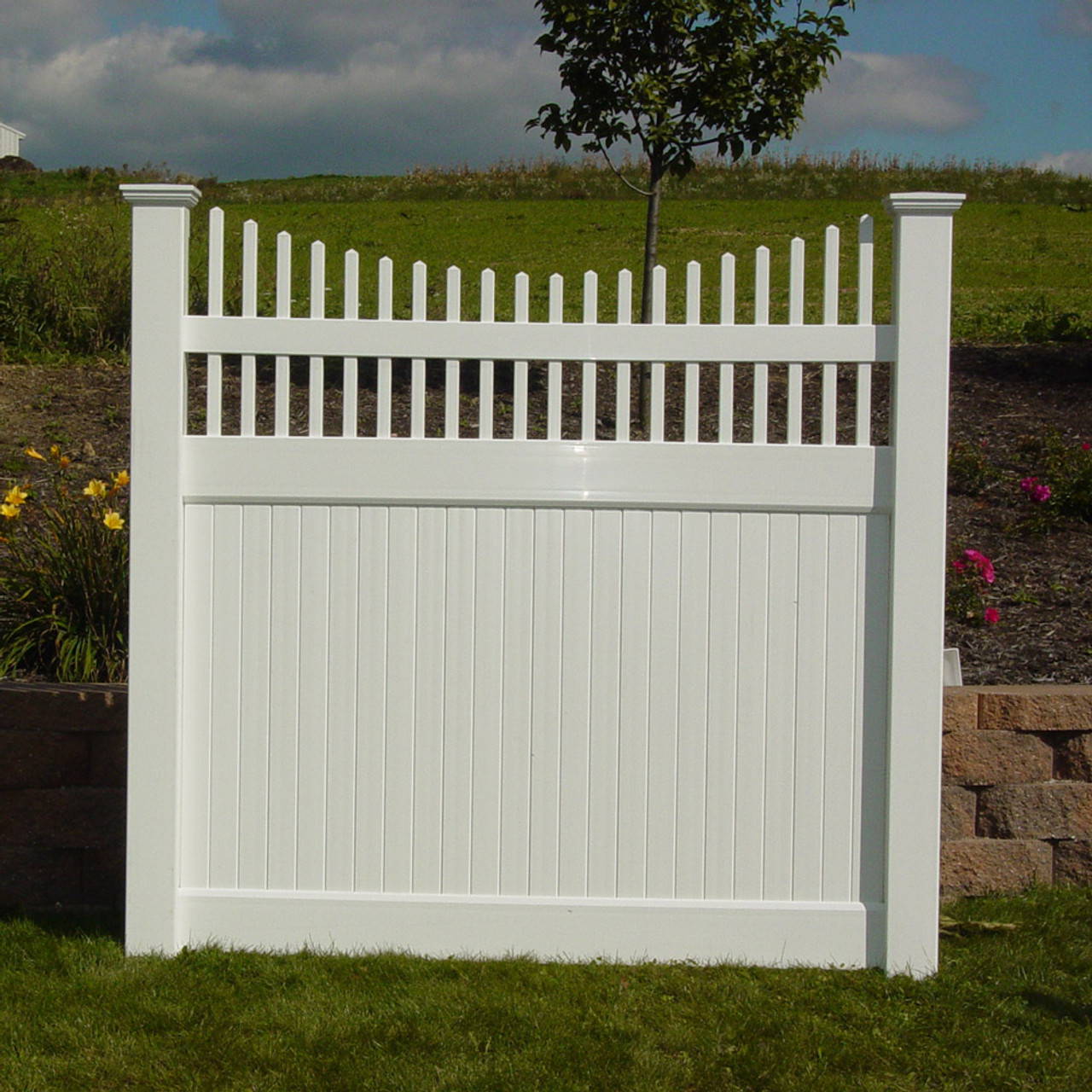 Privacy Fence with Picket Accent - Kauffman Lawn Furniture
