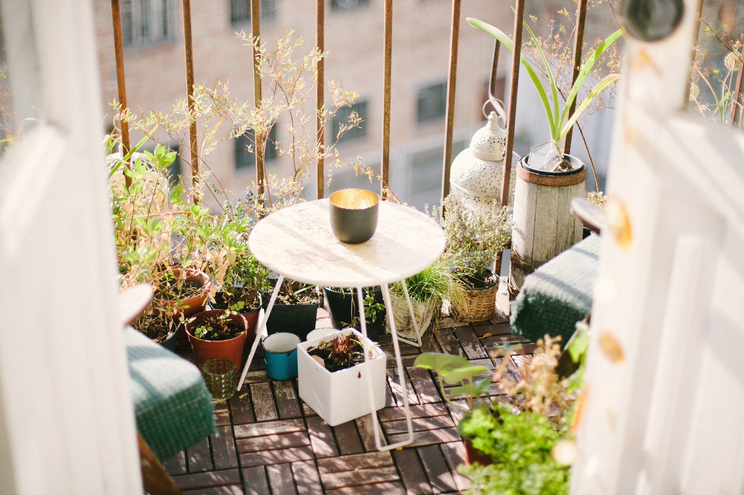 Our Favorite Small Outdoor Spaces For Summer