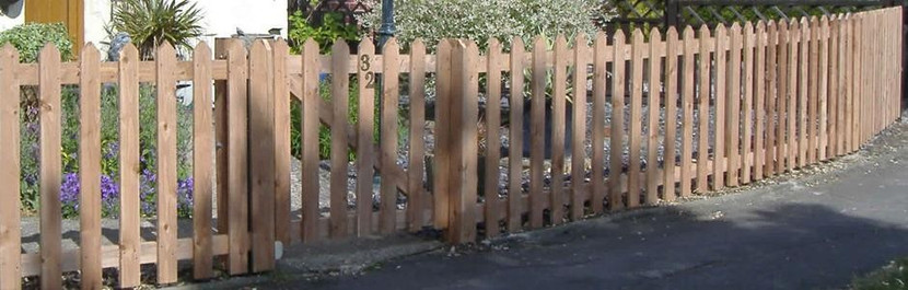 Erecting Timber Palisade Fencing
