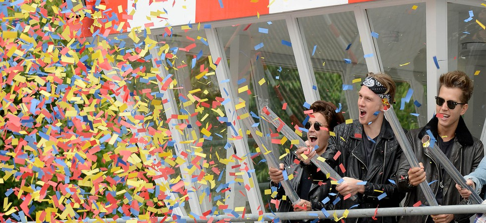 The Vamps shoot confetti cannons over crowd