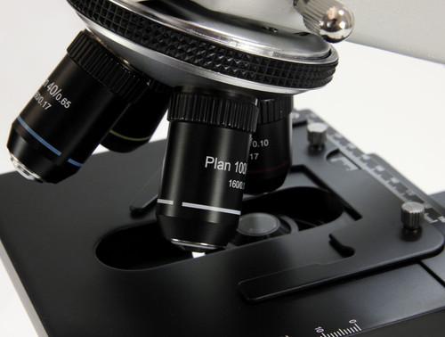 trincoluar microscope with plan optics