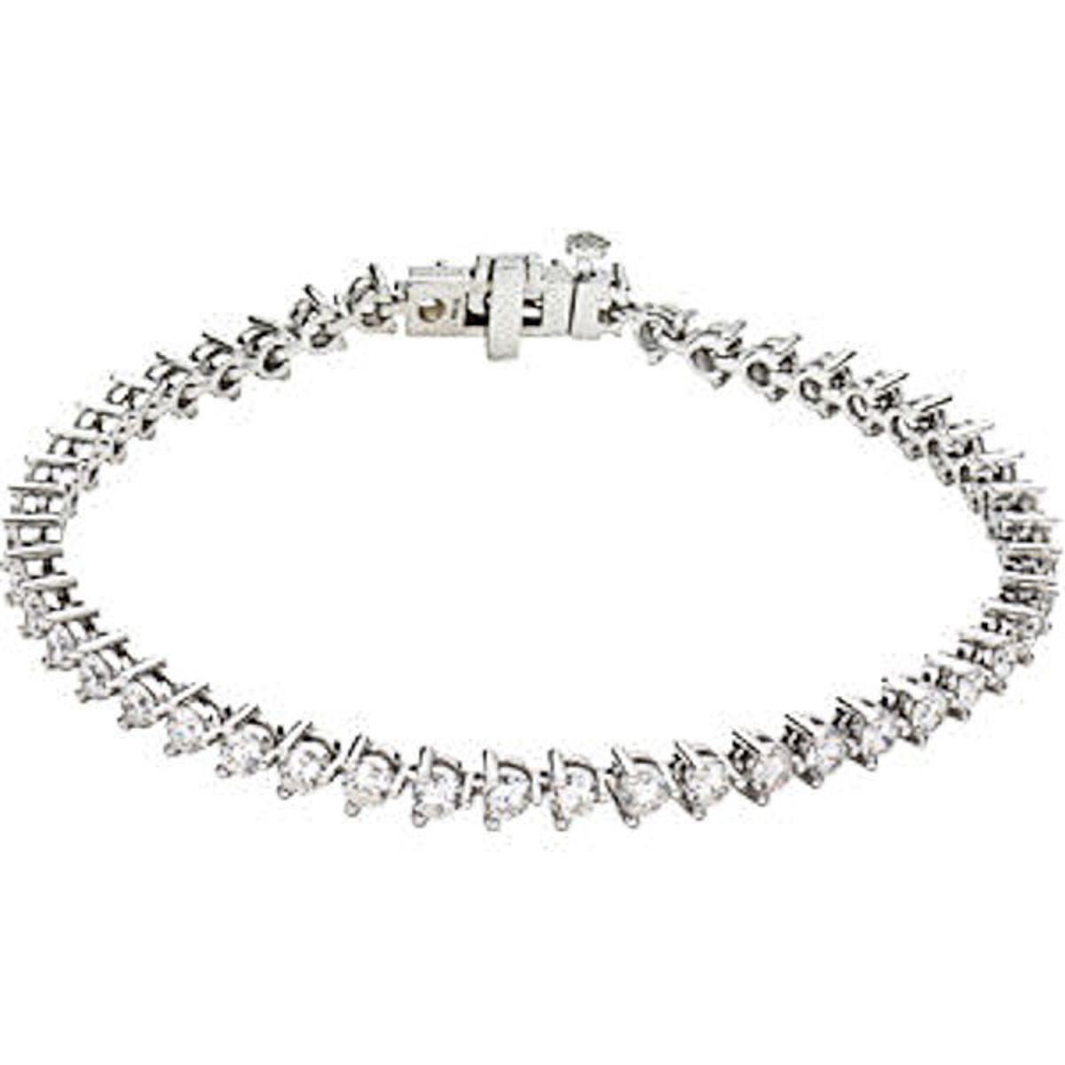 14Kt White Gold 4.8 ct tw Diamond Tennis Bracelet